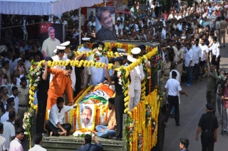 Thousands throng at BJP office to pay last respect to Manohar Parrikar
