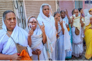 Lok Sabha Polls 2019: Senior voters in Agra defy age to cast vote