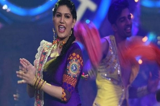 Holi Special: Sapna Choudhary dances on 'Balam Pichkari'