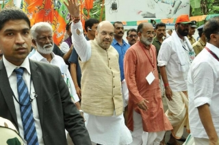 Amit Shah embarks on foot-march before casting his vote in Ahmedabad