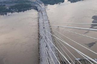 Delhi: People risk lives to click pictures at Signature Bridge