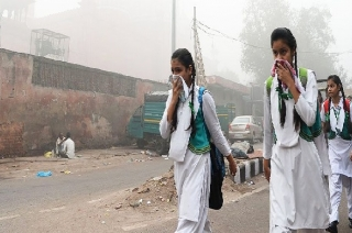 New Delhi: Citizens struggle to breathe as air quality drops