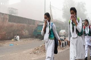 New Delhi: Citizens struggle to breathe as air quality drops