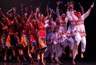 Garba and dandiya raas mark Navratri celebrations