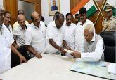 Karnataka CM HD Kumaraswamy submits resignation after his govt loses floor test by 6 votes
